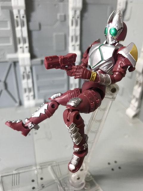 SHODO-O 仮面ライダーギャレン 後ろに飛びながら発砲するポーズ
