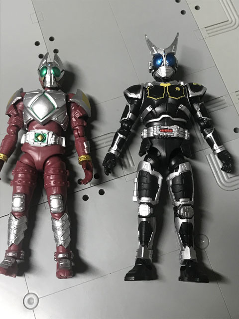 SHODO-O 仮面ライダーG4 ギャレンと並べてG4の腕の閉まりの比較